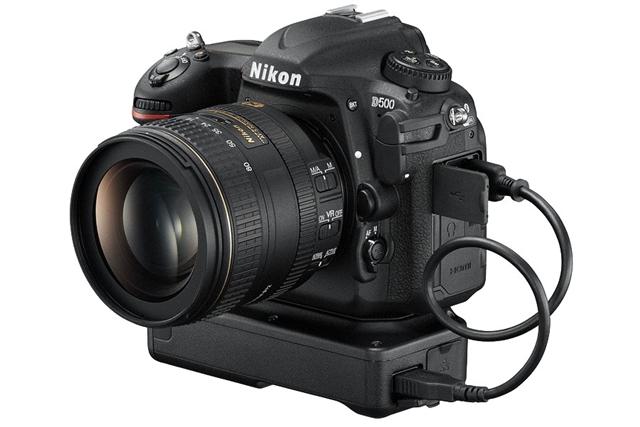 Nikon D500 ワイヤレストランスミッター 「WT-7」を装着したイメージ
