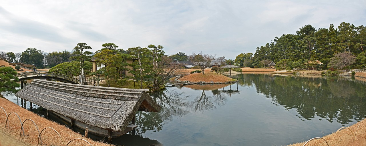 s-20160108 後楽園今日の園内沢の池と中島の静かなワイド風景 (1)