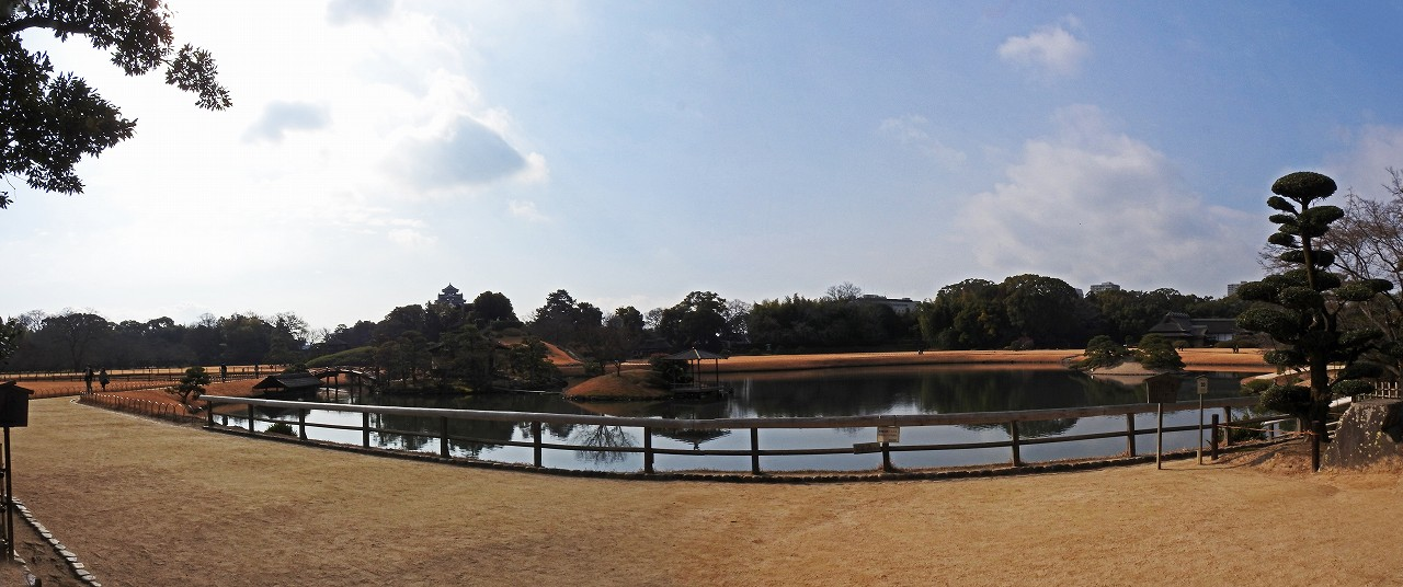 s-20160123 後楽園今日の慈眼堂前から眺めた園内沢の池ワイド風景 (1)