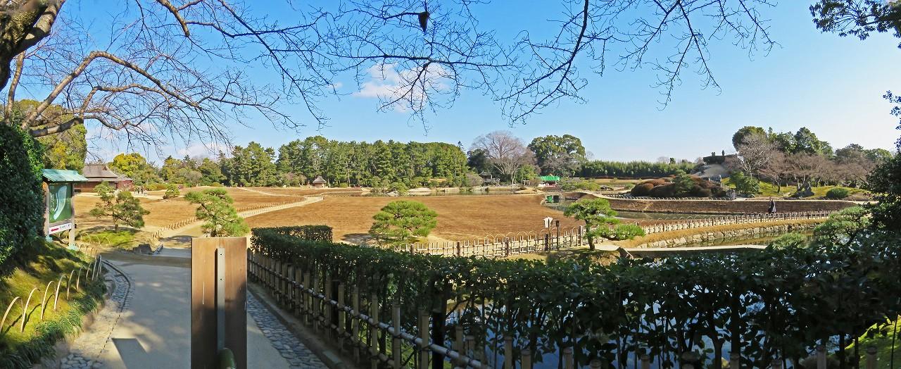 s-20160210 後楽園今日の南門を入って直ぐ場所からの眺め園内ワイド風景 (1)