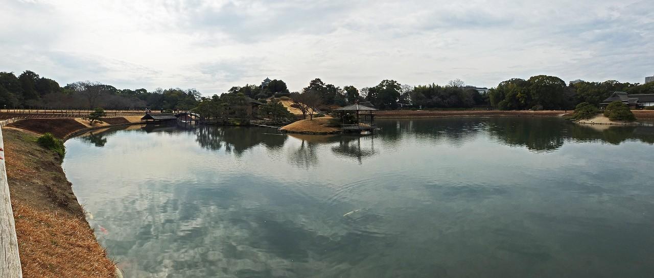 s-20160212 後楽園今日の曇り勝ちの天気日沢の池ワイド風景 (1)