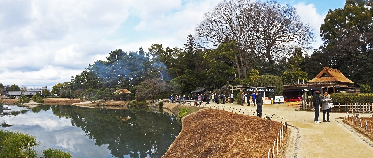 s-20160224 後楽園恒例の今日の松の菰焼ワイド風景 (1)