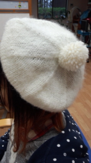 白いベレー帽