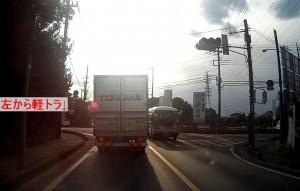 笹久保交差点で信号無視を繰り返す 軽トラ