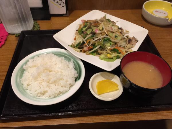 野菜炒めと玄関4
