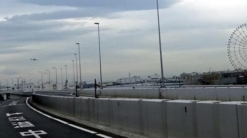DSC03610飛行機と首都高