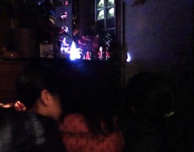 DSC03697暗くしてクリスマス飾りを見る