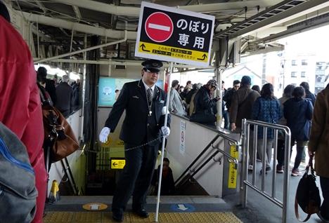 DSC04253混雑の鎌倉駅ホーム