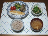 12/14 夕食 カキとカレイのバター焼き、しめじと小松菜の煮びたし、大根と油揚げの味噌汁、雑穀ごはん