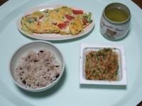12/15 昼食 トマトとブロッコリーのオムレツ、納豆、雑穀ごはん