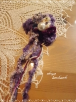 モコモコ毛糸のコサージュ