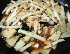 白菜と筍のそぼろ炒め 調理④