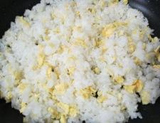 しらすとカリカリ小梅の炒飯 調理②