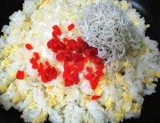 しらすとカリカリ小梅の炒飯 調理③