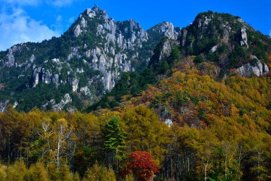 紅葉の彩る瑞牆山