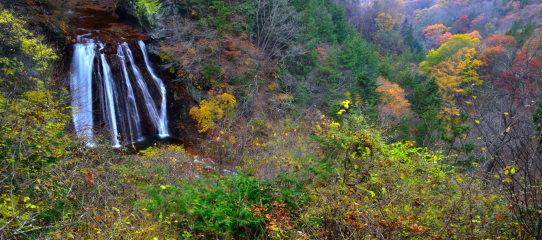 紅葉の映える蓼科王滝