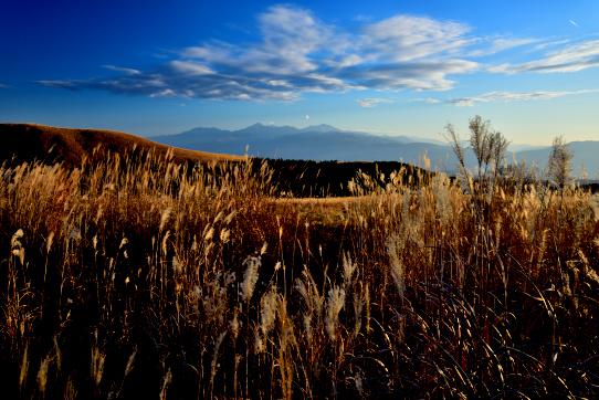 南アルプスを彩る草原と雲