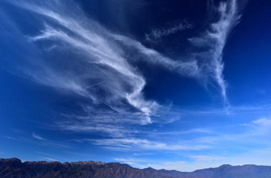 青空に映える高層雲