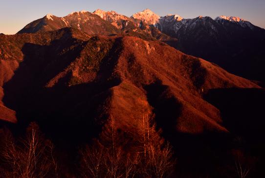 鹿嶺高原から望む夕映えの東駒ヶ岳