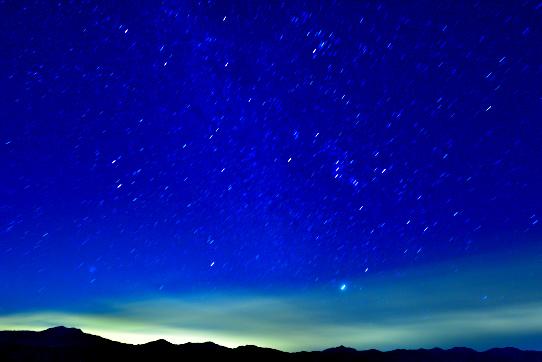 南アルプスに星の流れる風景