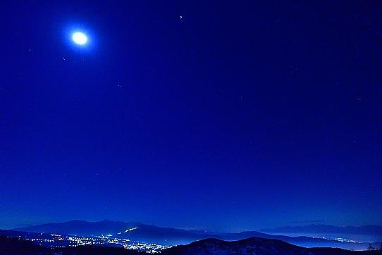 南・中央の両アルプスを照らす月と星