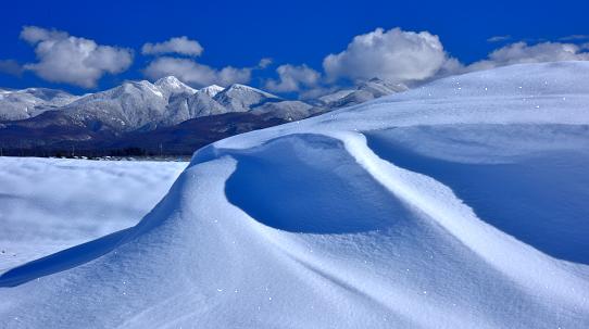 風紋と冠雪の天狗岳