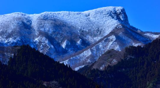 すっぽり冠雪の荒船山