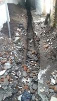 配管を埋める穴