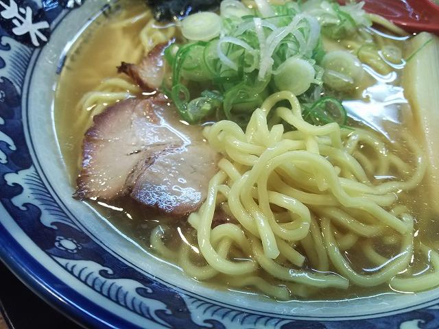 来楽軒_手もみラーメン醤油02