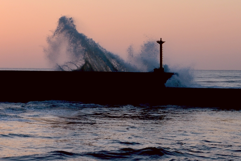 防波堤の夕暮れ-2
