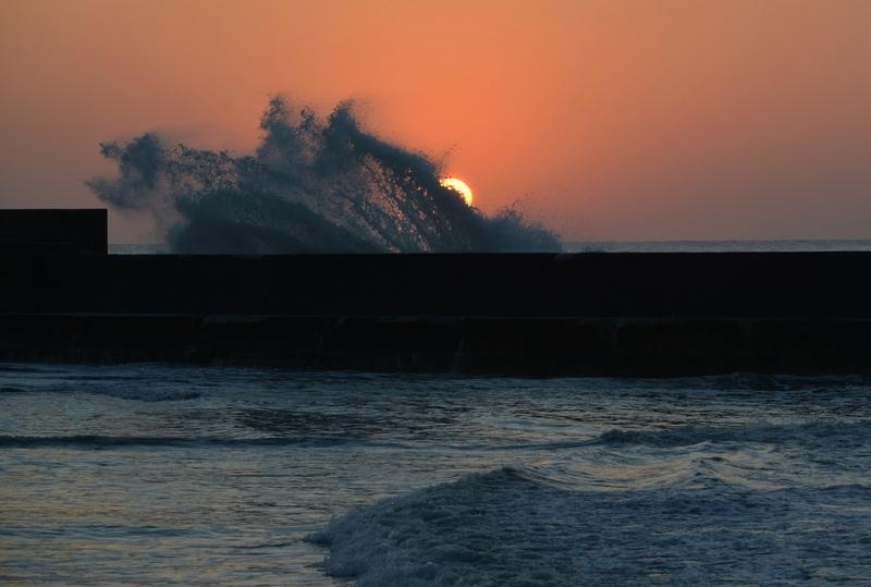 防波堤の夕暮れ-4