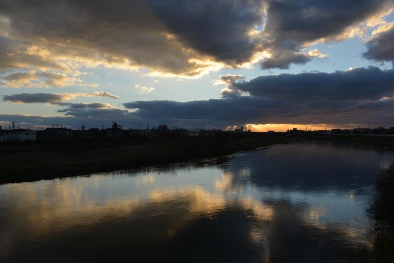 川面に映る雲-3
