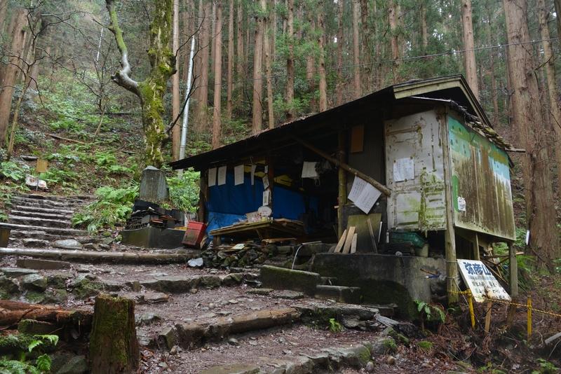 登山道の茶屋-2