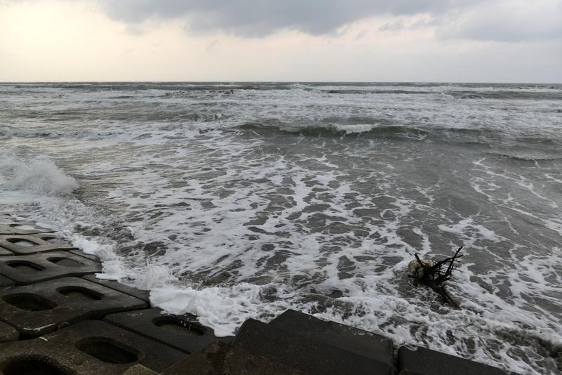 波に洗われて-3