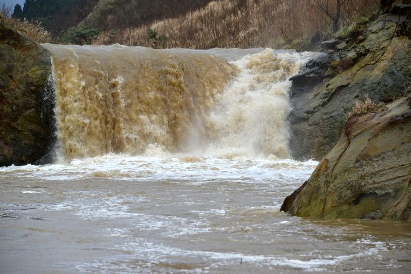 増水 滝-3