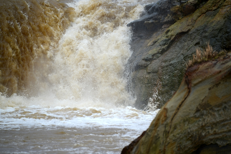増水 滝-4