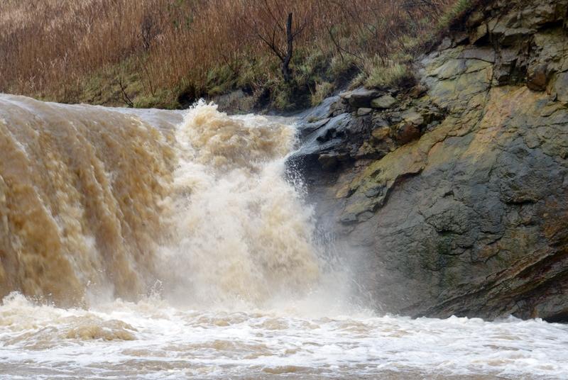 増水 滝-5