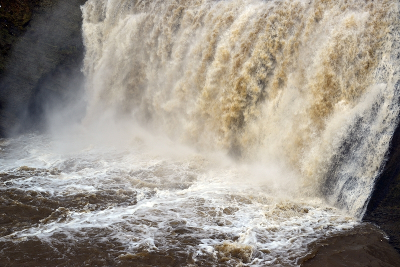 増水 落水の滝-4