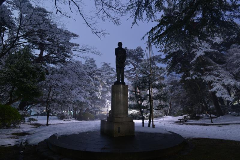 雪の公園 街灯-2