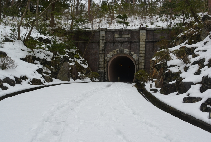 雪のトンネル-1