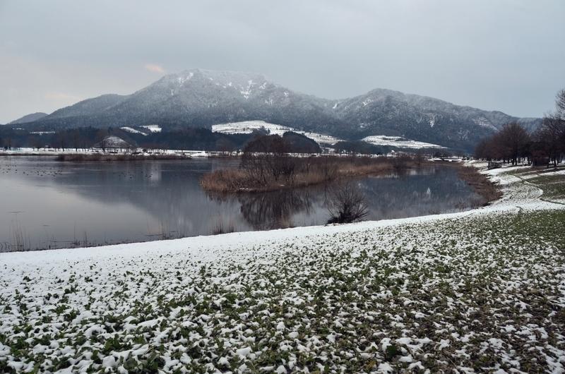 上堰潟公園から角田山-2