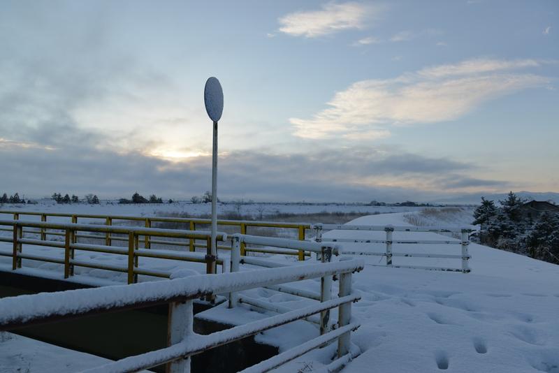 雪の歩道橋-2