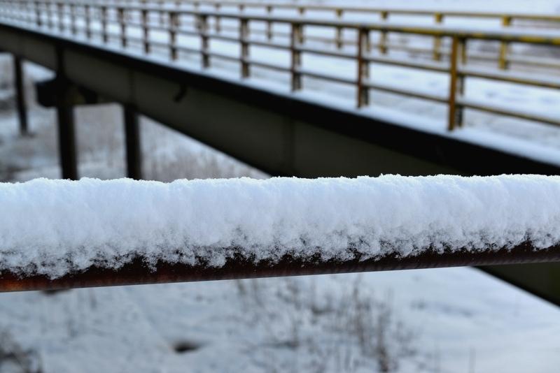 雪の歩道橋-3