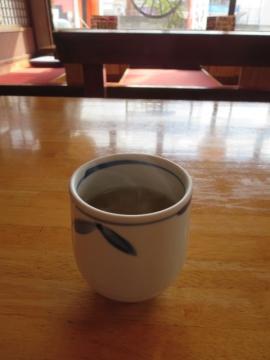 先ず、熱いお茶が