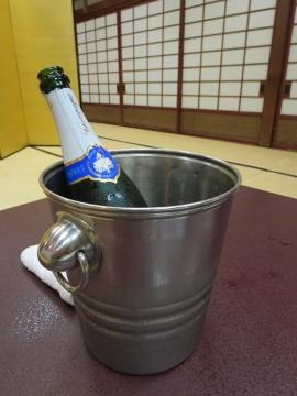 懐石とシャンパンにしまして