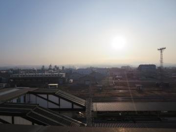 駅東側の朝