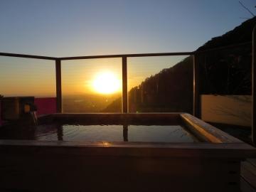 織姫の湯・露天からの朝陽