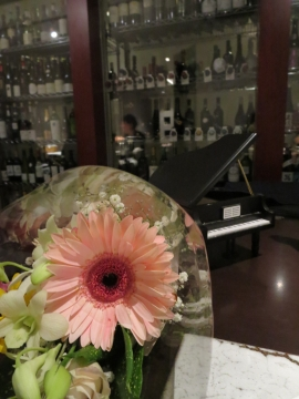 ピアノ型オルゴールで、Happy Birthday to You
