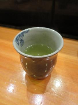 寿司後はお茶が変わり、お煎茶