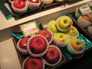 もりしたフルーツの林檎を、ゴッチャンのお土産に